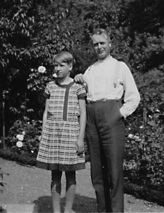 Ulla Heikel med sin morbror Helmer Gullstrand.