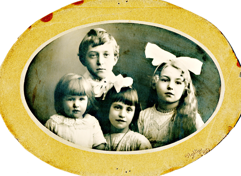Från vänster, Ulla, Armas, Gunnel och Inga Heikel.