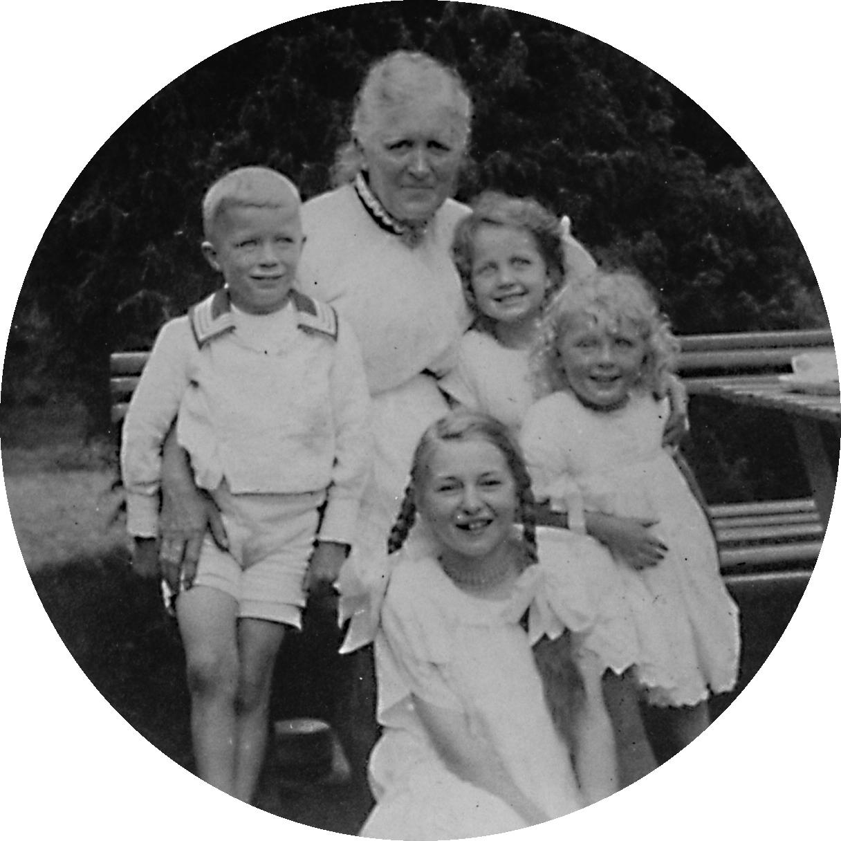 Annastina Gullstrand med barnbarn