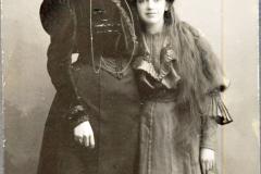 Victoria  (1883-1919) och lillasyster Filippa Gullstrand