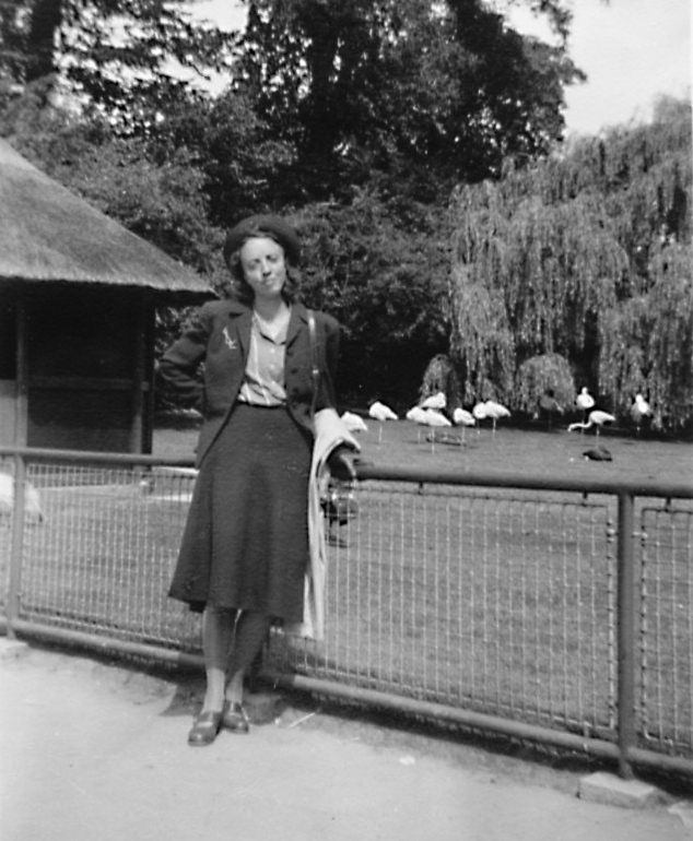 Ulla Marianne  Wikander i Lunds stadspark cia 1942