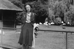 Ulla Marianne  Wikander i Lunds stadspark cia 1942
