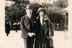 Rudolf Bothén med hustru Filippa, f Gullstrand, Victoria Heikels lillasyster. Vykort taget efter kriget.