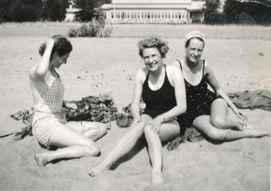 De tre systrarna Heikel 1938